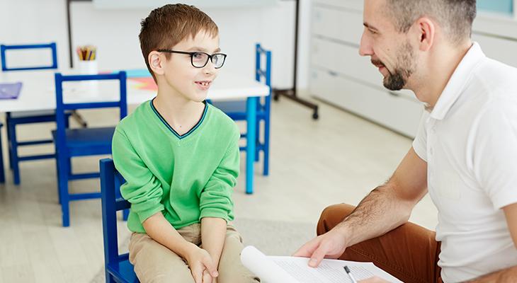 jongen met leraar